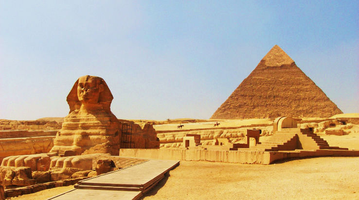 the-sphinx-at-gizacairo-in-egypt-with-the-pyramid-of-chephren-khafre-in-the-background_0_1426307931e11.jpg