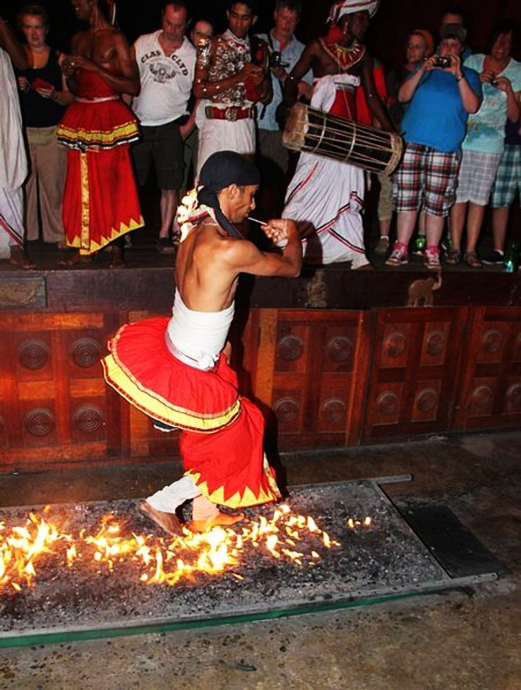 walk_through_fire_Sri_Lanka_1425475139i60.JPG