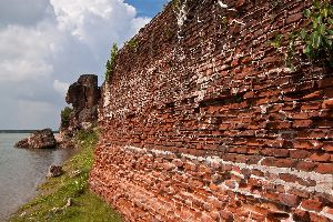 Rediscover History At Alamparai Fort