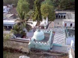 Makhdam Kund