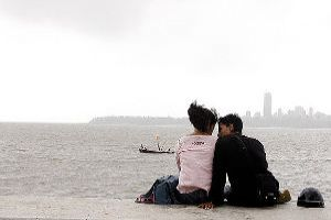 Take A Romantic Drive With Your Better Half On The Marine Drive